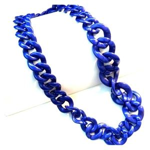 Jewelry - Blue plastic chunky necklace